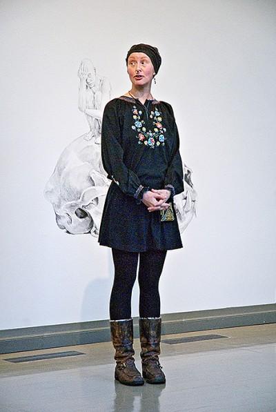 Elliina Peloniemi voe einer ihrer Zeichnungen